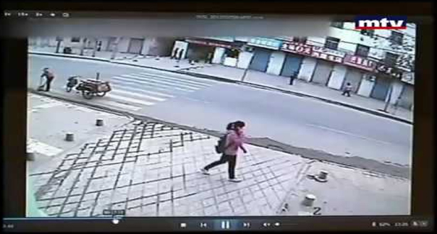 بالفيديو.. صينية انشقة الأرض وابتلعتها أمام عدسة الكاميرا