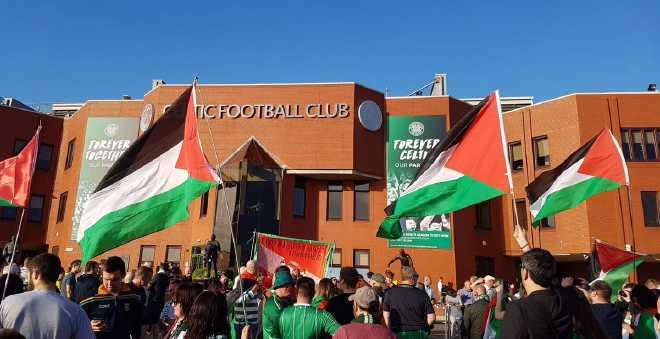 مؤثر..جماهير سيلتيك ترفع العلم الفلسطيني في وجه فريق إسرائيلي