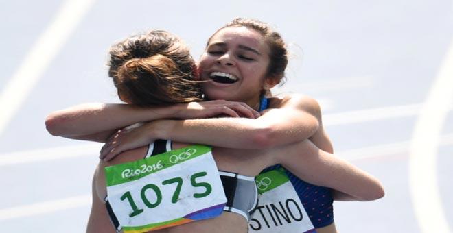 مؤثر.. الروح الرياضية تتفوق على الرغبة بالتتويج في الاولمبياد