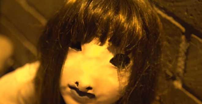 مقلب مخيف..فتاة تثير الرعب في الناس