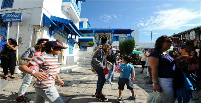 سياح جزائريون يشتكون من سوء المعاملة في تونس