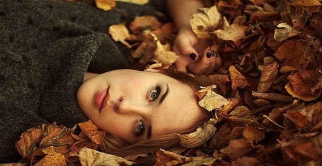 إليك دليل كامل للعناية بالشعر والبشرة في فصل الخريف .. اتبعيه