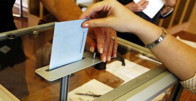 حديث الصحف: لماذا يغير المرشحون انتماءاتهم الحزبية؟