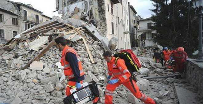 ارتفاع عدد قتلى الزلزال الذي ضرب وسط إيطاليا إلى 247