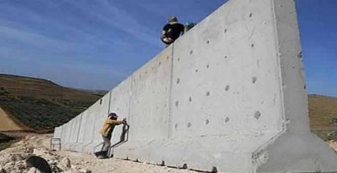 حديث الصحف: الجزائر تشرع في بناء جدارها على الحدود مع المغرب