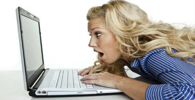 احذري.. كوارث تلاحق بشرتك بسبب الجلوس أمام الكمبيوتر