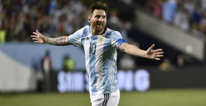 مدرب الأرجنتين يهاجم برشلونة بسبب ميسي