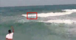 لحظة إنقاذ شاب من أمواج البحر في شاطئ ريستينكا سمير بتطوان