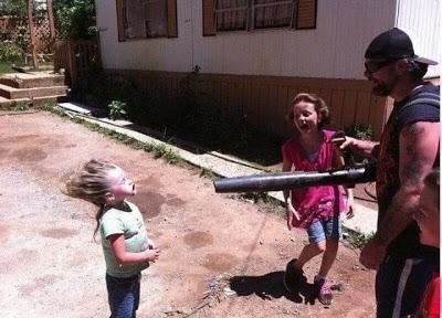 آباء قاموا بأفعال مُضحة للغاية تجاه أبنائهم