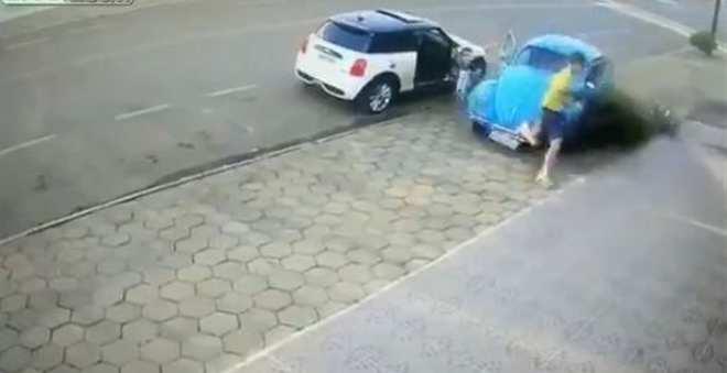 فيديو.. شخص ينجو بأعجوبة من موت محقق