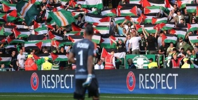 مشجعي السيلتيك ترفع الأعلام الفلسطينية أثناء المباراة أمام المنافس الإسرائيلي