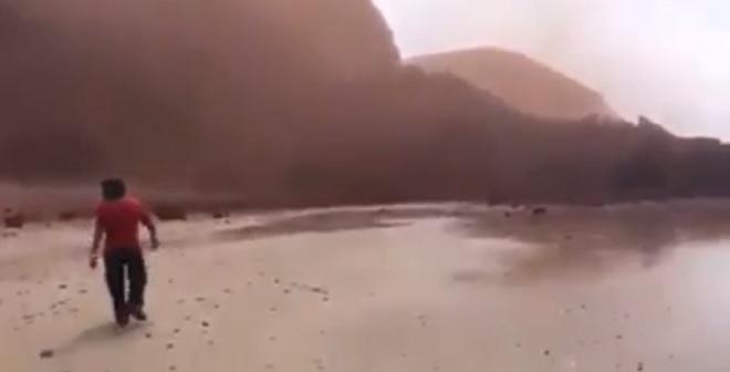 فيديو.. اللحظات الأولى لانهيار قوس شاطئ الكزيرة