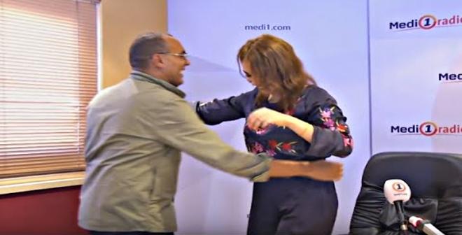 بالفيديو.. ابتسام تسكت ترقص مع المذيع مباشرة علي الهواء