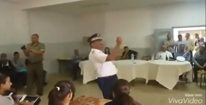 شاهد الشرطي المغربي الذي أضحك ملايين المغاربة