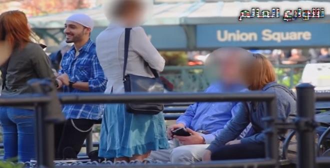 شاب مسلم يطلب الزواج من فتاة مسيحية امام الناس.. شاهد رد فعلهم!!