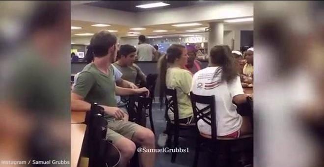 بالفيديو.. حاول ممازحتها فتلقى صفعة أسقطته مغمى عليه