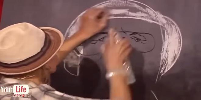 رسامة ضحكوا عليها في البداية لكن بعدما أكملت اللوحة الكل وقف احتراماً لها