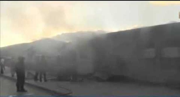 جزائريون يحرقون قطارا دهس كهلا بمدينة عنابة (فيديو)