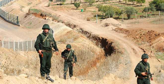 الجزائر تحفر خنادق على طول حدودها مع تونس وليبيا