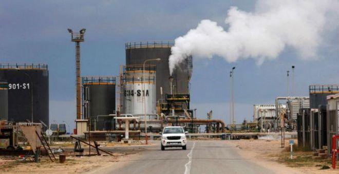 ليبيا: بوادر حرب على الموانئ النفطية بين حكومة الوفاق وقوات حفتر