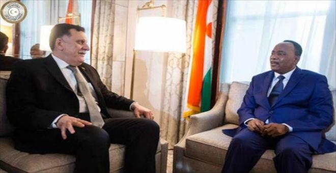 ليبيا: فايز السراج يلتقي رئيس النيجر محمدو إيسوفو