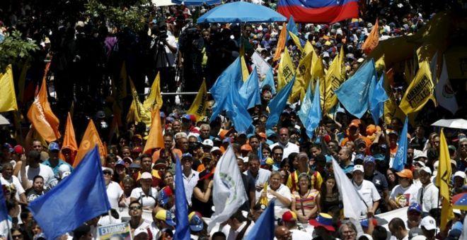 الصراع في فنزويلا يشتد بين السلطة والمعارضة