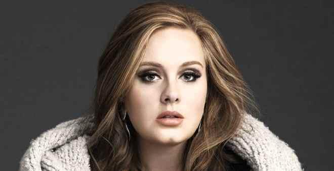 آديل تقرر تأجيل جولاتها الغنائية العالمية بسبب ابنها أنجلو