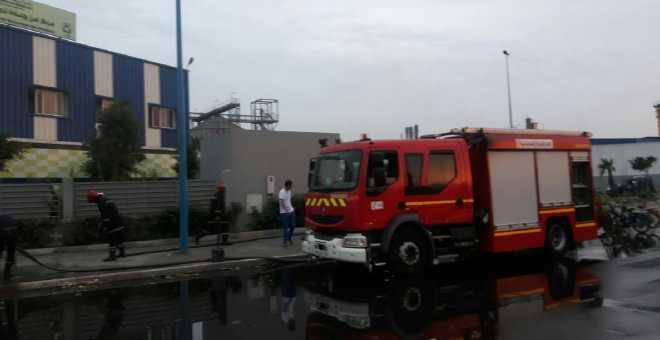 بالصور. النيران تلتهم مركزا لتدوير النفايات بالبيضاء