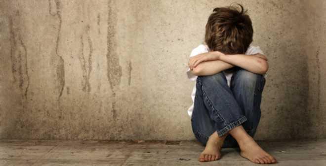 عجز أمّ عن توفير الكتب المدرسية لابنها يدفعه للانتحار.. و