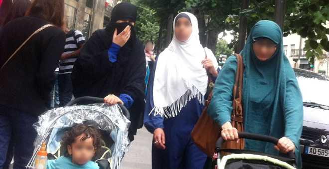 فرنسا: منع خمس محجبات من إدخال أبنائهن المدرسة في كورسيكا