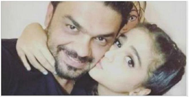 والدة محمد الترك تتبرأ منه ومن أحفادها بسبب دنيا بطمة!!