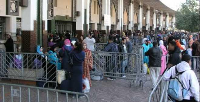 اكتظاظ المسافرين في محطة ولاد زيان في اليوم الأخير قبل عيد الأضحى