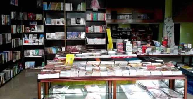 الكتبيون يحذرون المدارس الخاصة من بيعها الكتب المدرسية