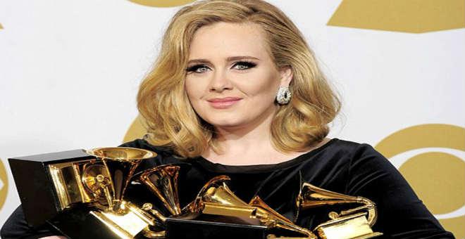 ألبوم أديل يبيع 10 مليون نسخة في أميركا في أقل من عام