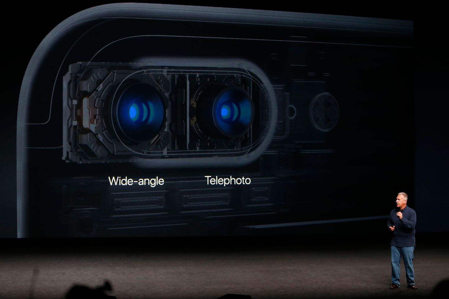 phil-schiller-discusses-the-camera-on-the-iphone-7-during-a-media-event-in-san-francisco_5664909
