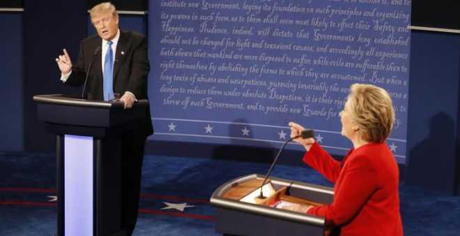 كلينتون وترامب يتبادلان الاتهامات في أول مناظرة بينهما