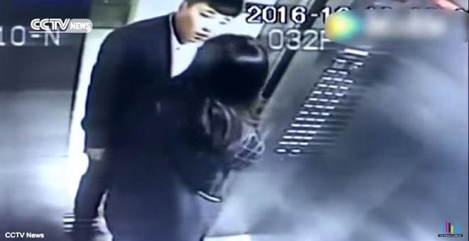 هجوم صادم لرجل على امرأة امام اعين طفلها الصغير في المصعد !!