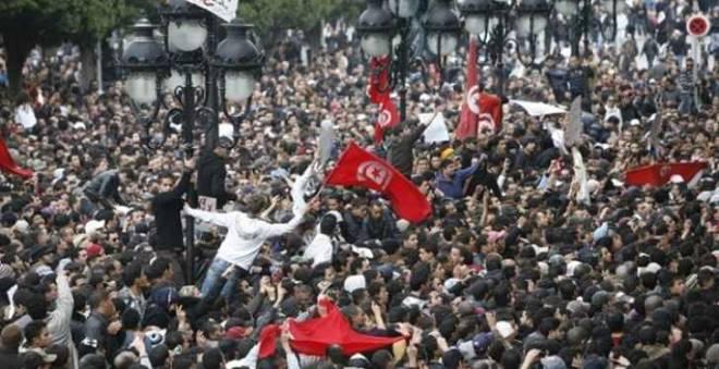 في محاولة للانتحار الجماعي.. 30 تونسيا يتناولون سما بالشارع العام!!