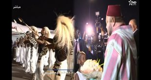 بالفيديو.. شاهد ما أبهر الملك لحظة وصوله لمطار رواندا