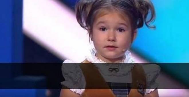 لا يصدق.. طفلة عمرها 4 سنوات فقط تتحدث 7 لغات منها العربية (فيديو) !!