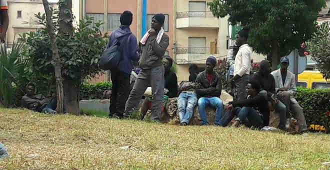 اشتباكات بين متسولين أفارقة وعناصر من الشرطة يحدث فوضى بولاد زيان