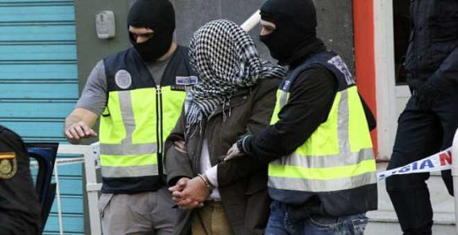 إسبانيا تعتقل إمامين مغربيين بتهمة تأييد تنظيم