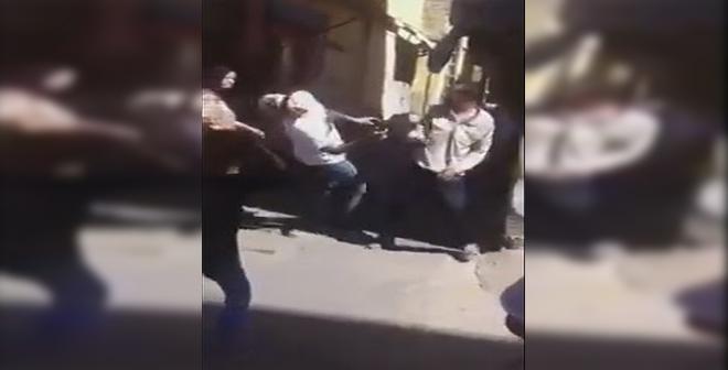 فيديو.. حاول الإعتداء عليه فكان هذا جزاؤه!