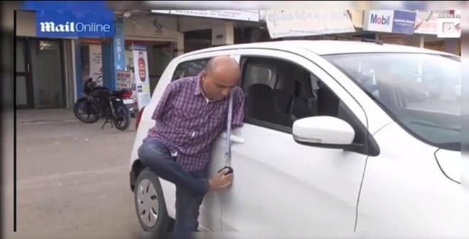 بالفيديو: هندي بلا ذراعين يحصل على رخصة قيادة