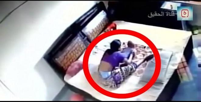شكّ في زوجته فوضع كاميرا مراقبة في غرفة النوم .. وهذا ما اكتشفه!
