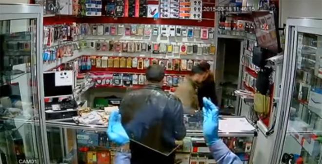 بالفيديو.. هكذا يتم سرقة المحلات التجارية (بمدينة فاس)