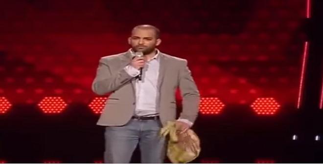 لبناني يسخر من لجنة التحكيم في برنامج مواهب الماني ويذهلهم بعد ذالك