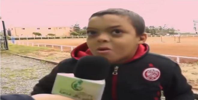 طفل سأله عن الفريق المفضل له الرجاء أم الوداد .. شاهد الإجابة!