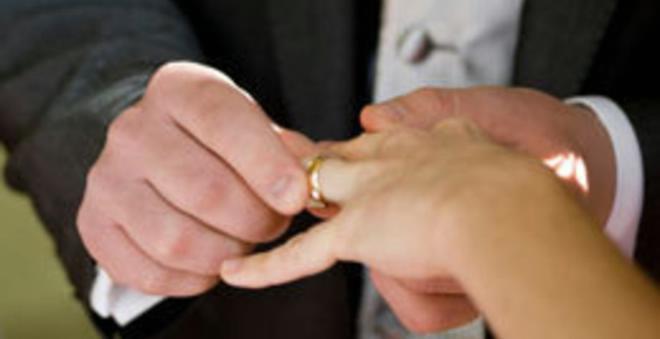 لا يصدق.. فتاة تكتشف أنها تزوجت جدها بالخطأ والأغرب هو ما فعلته بعد ذلك!!