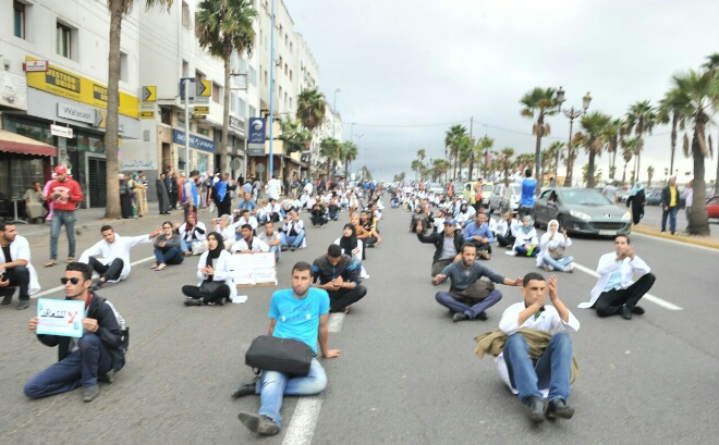 """الأطر التربوية يحتجون ضد نظام  """"الكونطرا"""" بالبيضاء"""